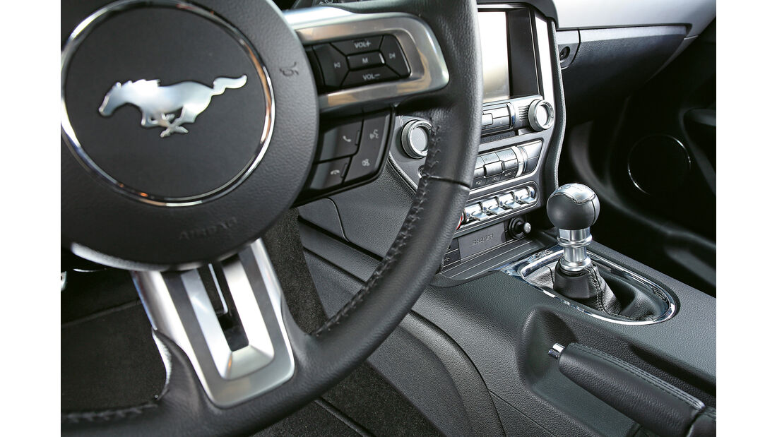 Ford Mustang GT 5.0 Fastback, Lenkrad