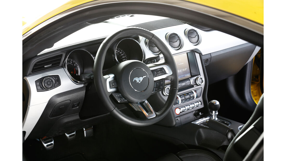 Ford Mustang GT 5.0 Ti-VCT V8, Cockpit