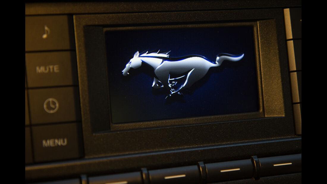 Ford Mustang GT 5.0 VCT V8, Emblem