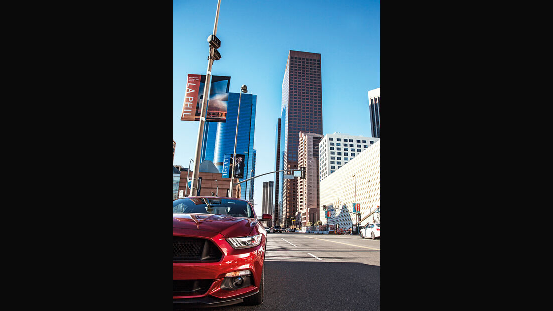 Ford Mustang GT 5.0 VCT V8, Frontscheinwerfer