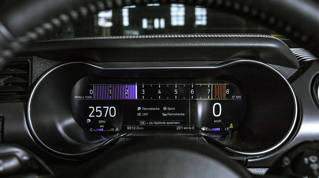 Ford Mustang GT, Interieur