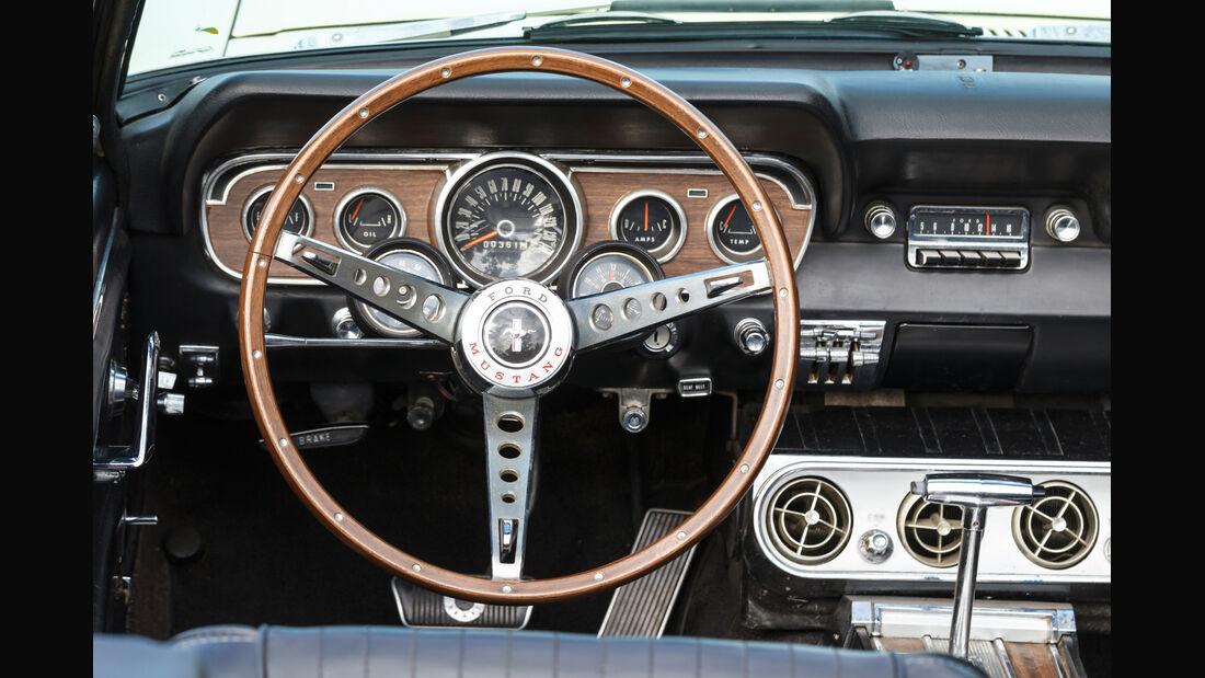 Ford Mustang GT V8 Cabrio, Lenkrad, Cockpit
