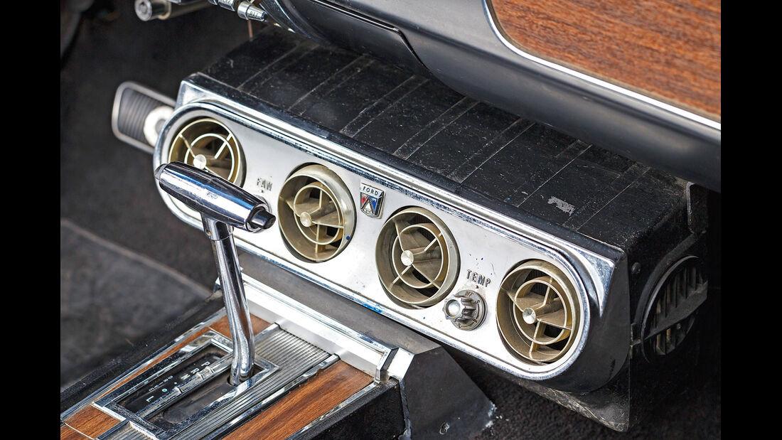 Ford Mustang GT V8 Cabrio, Schalthebel, Luftausströmer