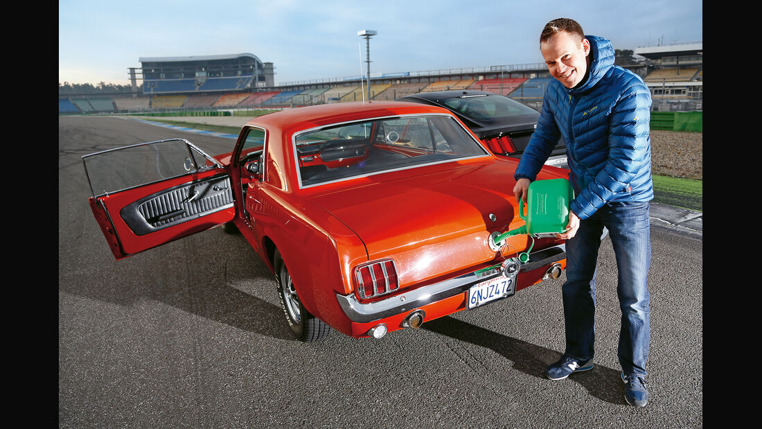 Ford Mustang Hardtop Coupé 1965, Heck, Tanken