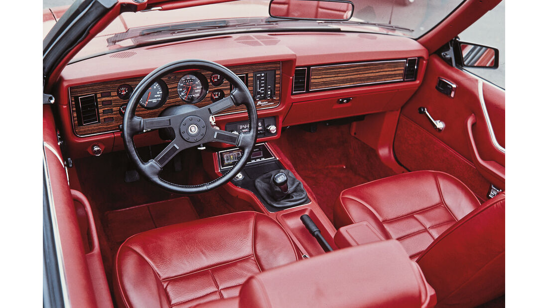 Ford Mustang III Cabrio rot Cockpit
