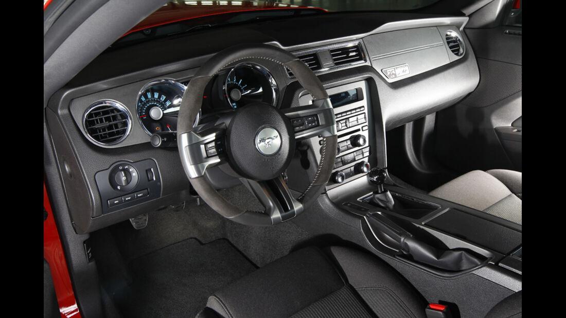 Ford Mustang RTR, Cockpit, Lenkrad, Instrumententafel