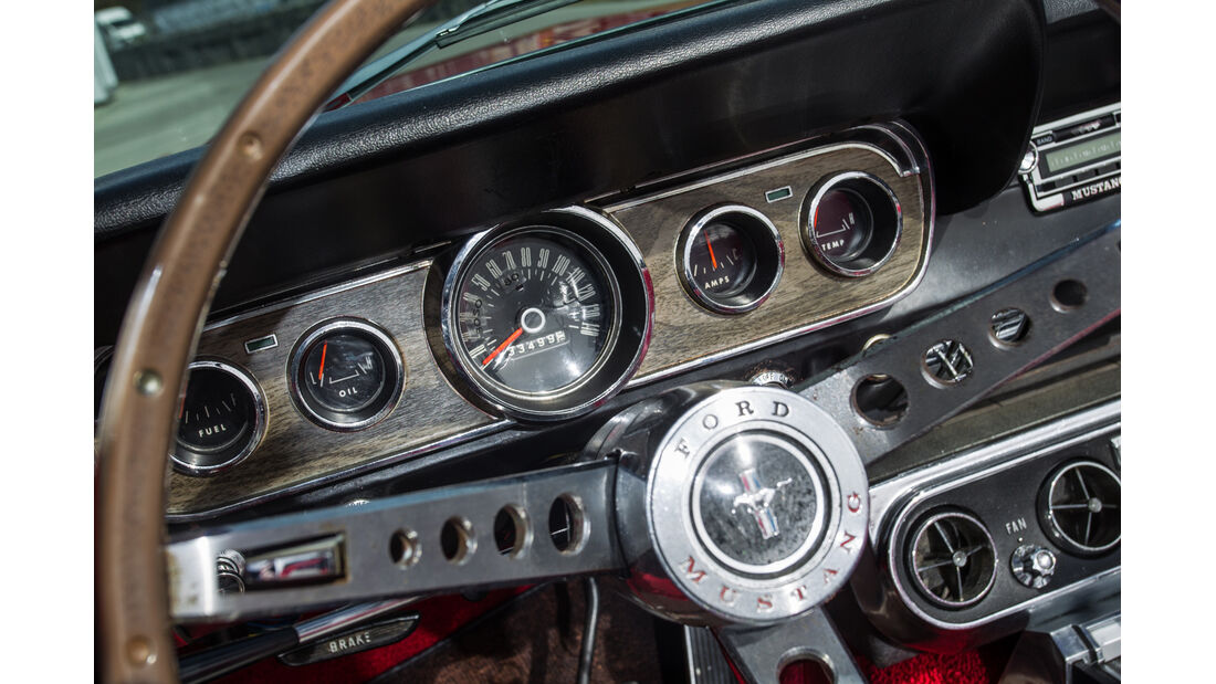 Ford Mustang, Rundinstrumente