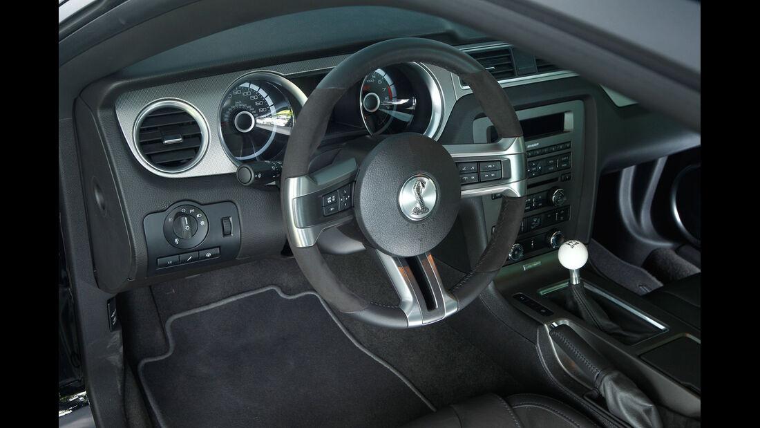 Ford Mustang Shelby GT 500, Lenkrad, Cockpit
