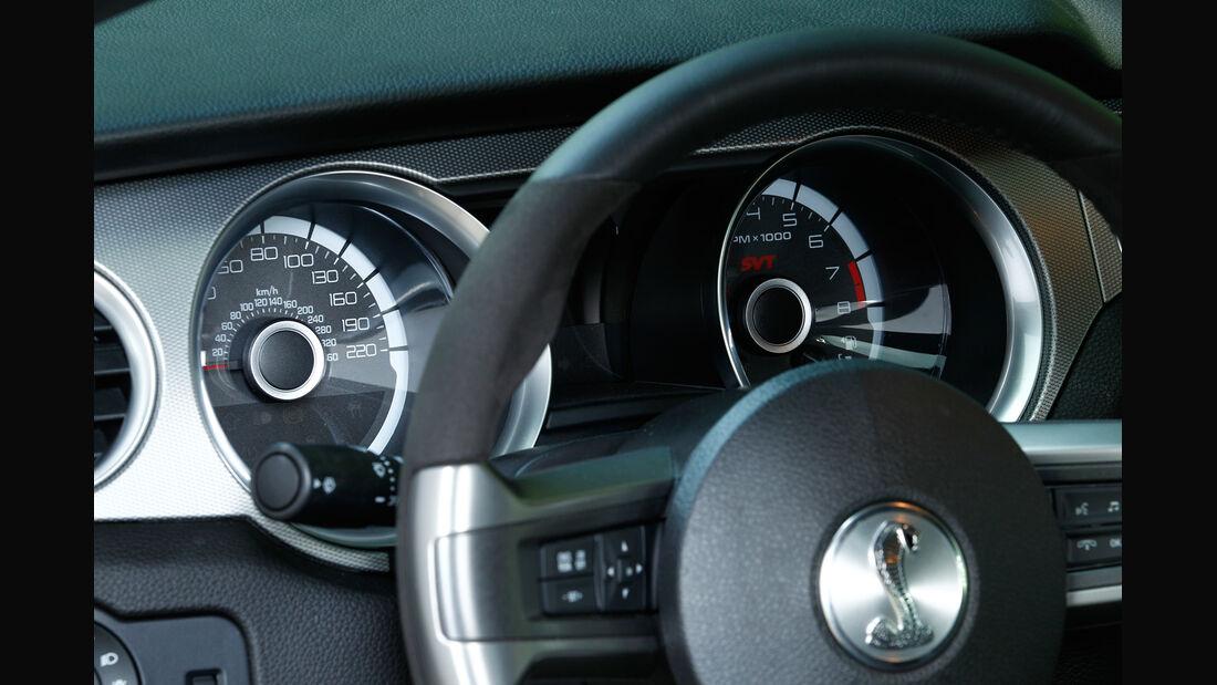 Ford Mustang Shelby GT 500, Rundinstrumente
