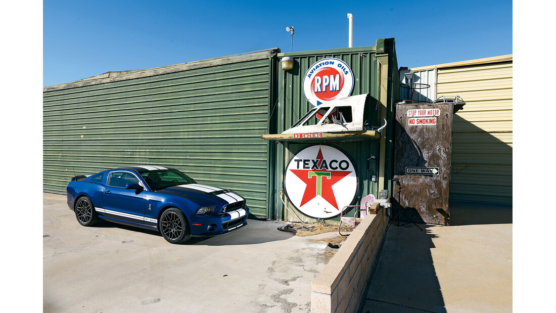 Ford Mustang Shelby GT 500, Tankstelle