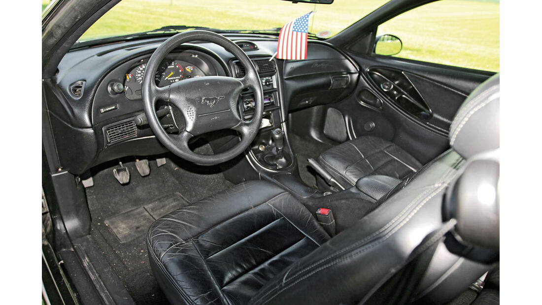 Ford Mustang V6, Cockpit