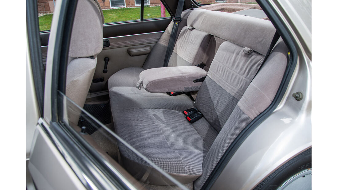 Ford Orion 1.6 GL, Fondsitze