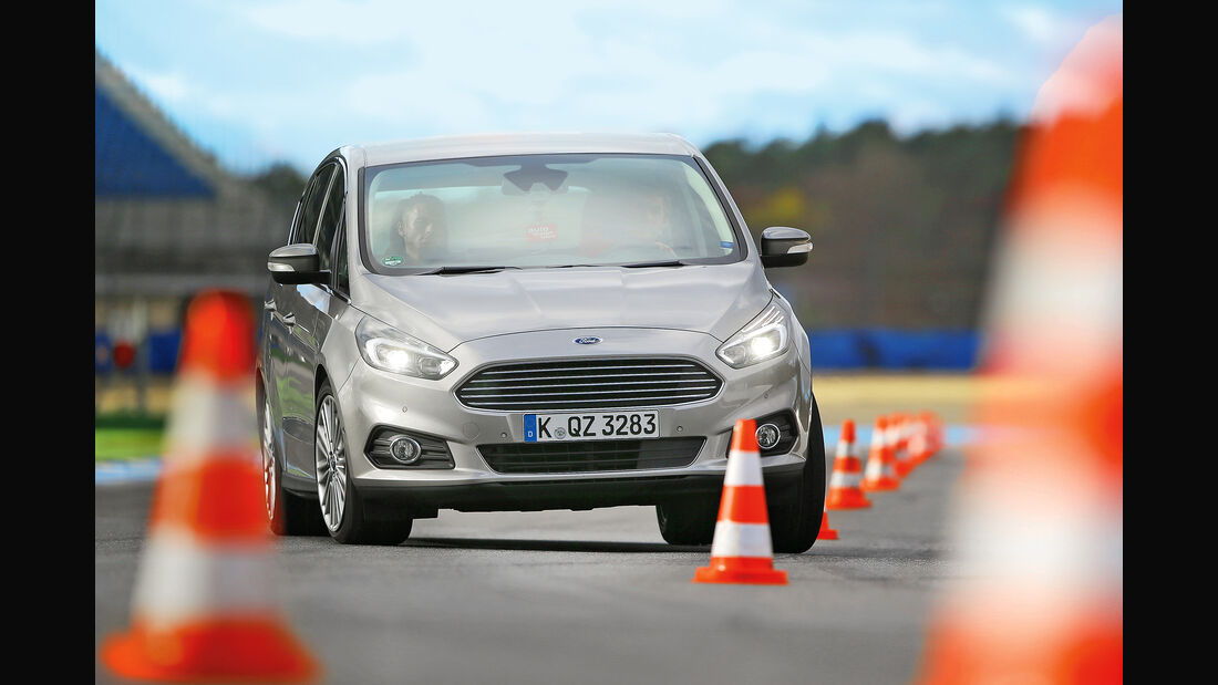 Ford S-Max 2.0 TDCI 4x4, Frontansicht, Slalom