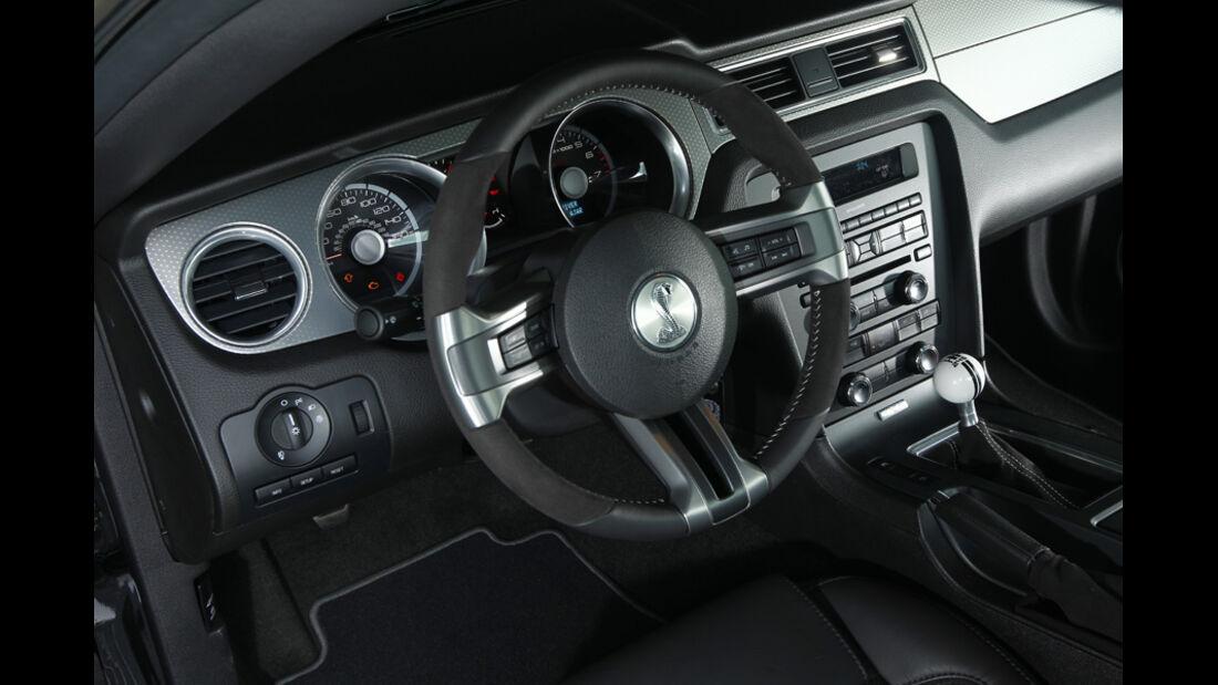 Ford Shelby GT500, Instrumententafel, Lenkrad