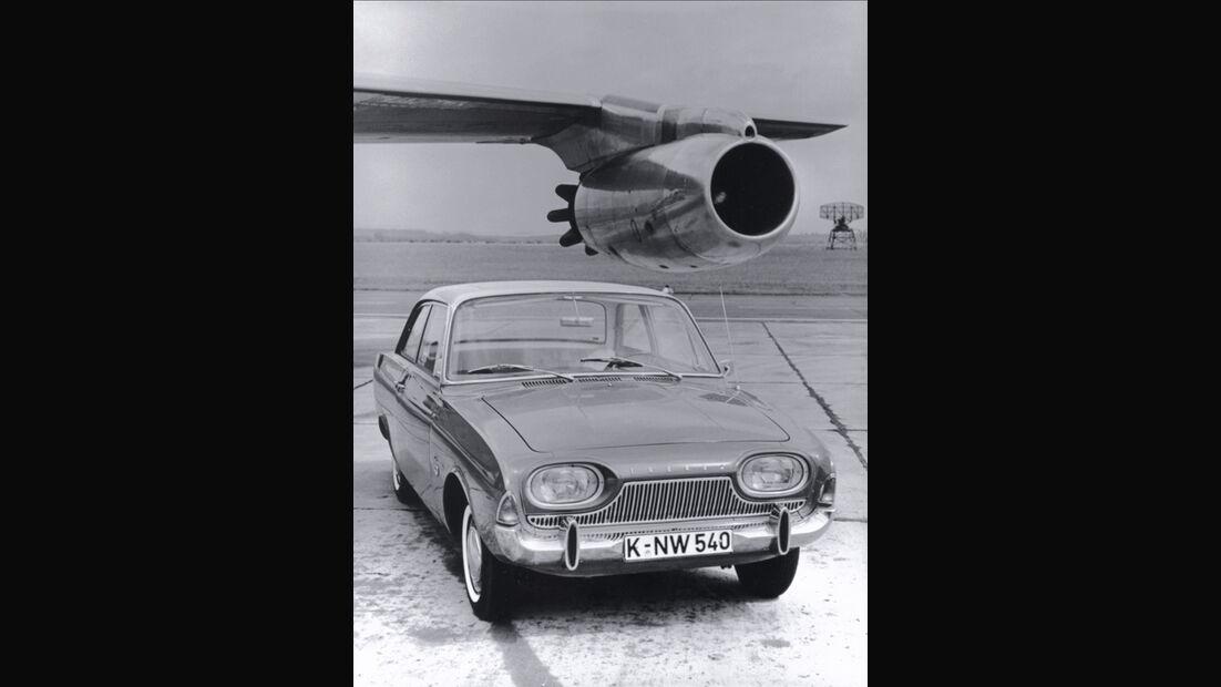 Ford Taunus 17 M, Frontansicht, Flugzeug