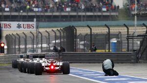 Formel 1 GP China Qualifying Boxengasse