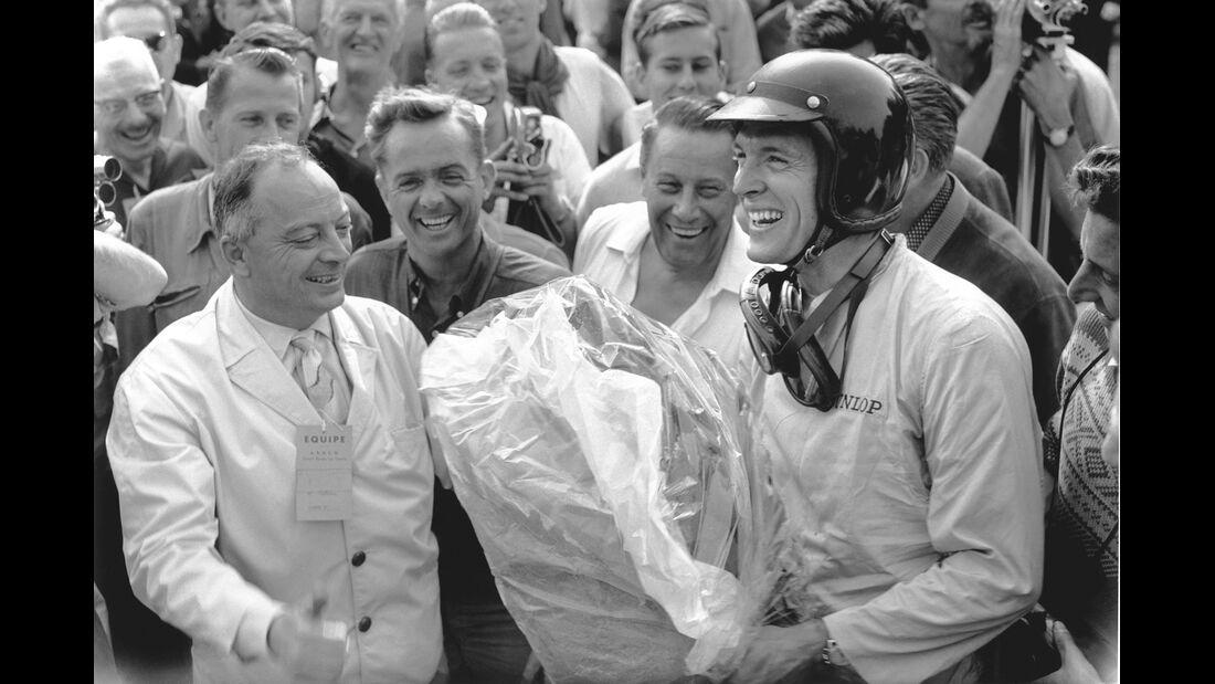 Formel 1-Porsche 804, Dan Gurney, Siegerehrung