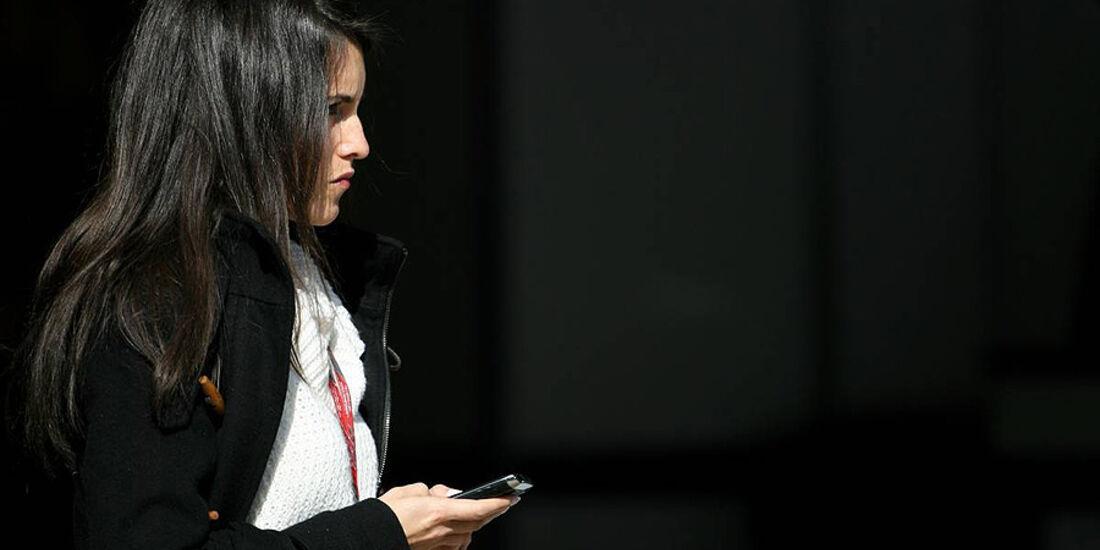 Formel 1-Test, Barcelona, 01.03.2012, Freundin von Romain Grosjean, Lotus Renault GP