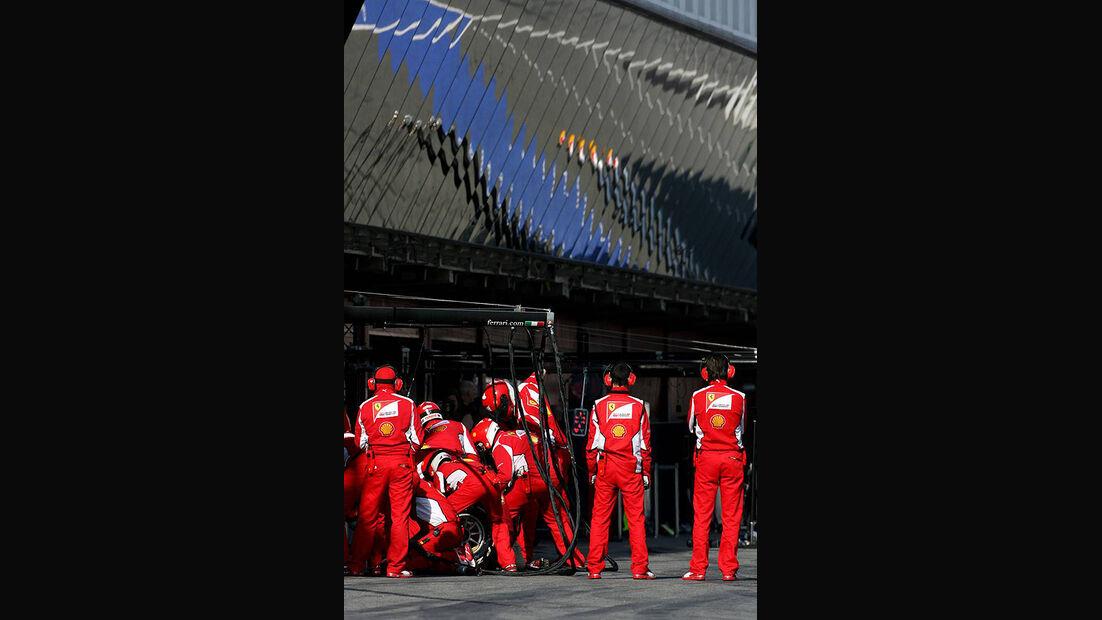 Formel 1-Test, Barcelona, 01.03.2012, Mechaniker, Ferrari