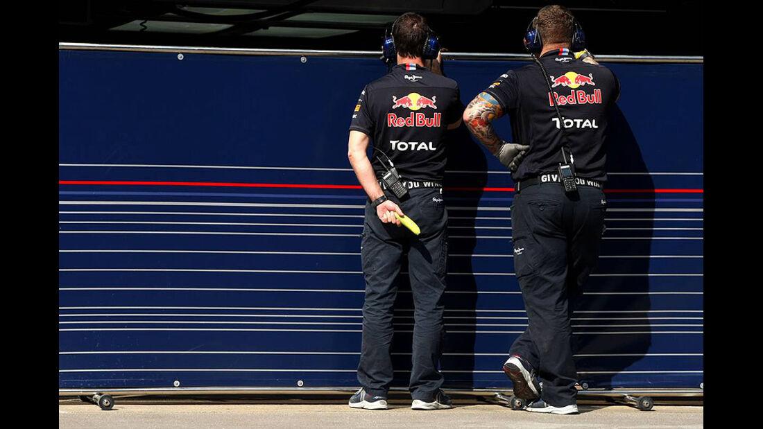 Formel 1-Test, Barcelona, 01.03.2012, Mechaniker, Red Bull