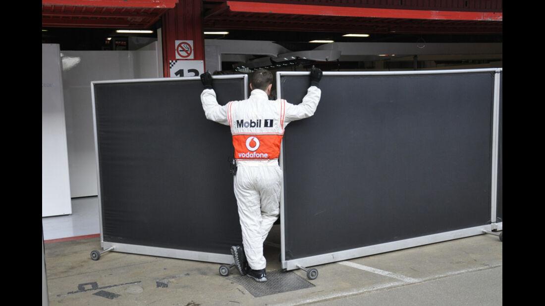 Formel 1-Test, Barcelona, 02.03.2012, Mechaniker, McLaren