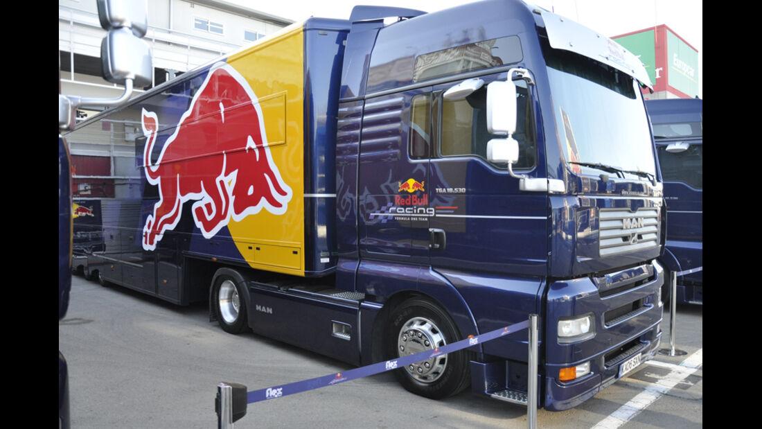Formel 1-Test, Barcelona, 23.2.2012, Red Bull-Bus