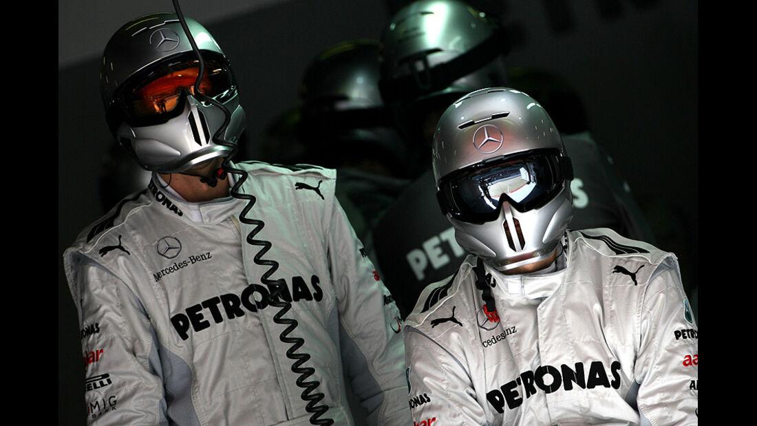 Formel 1-Test, Barcelona, 24.2.2012, Mechaniker, Mercedes GP