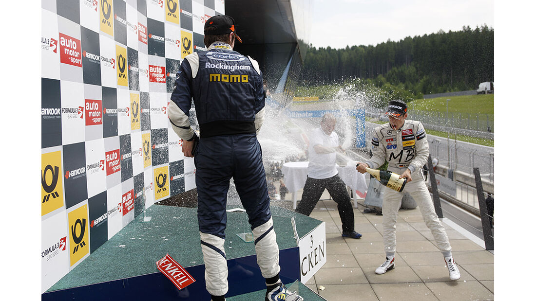Formel 3 Spielberg 2012, Rennen 3, Siegerehrung William Buller, Sven Mueller
