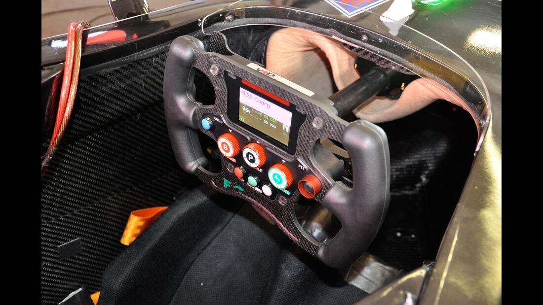 Formel E - Technik - Lenkrad - Mahindra Racing