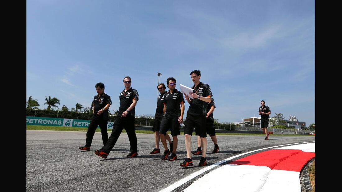 GP Malaysia - Sergio Perez - Force India - Formel 1 - Donnerstag - 26.3.2015