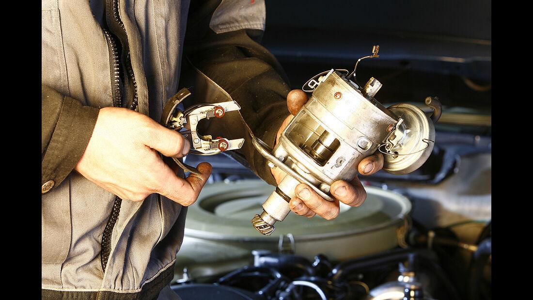 Gebiss - Einspritzanlage eines Mercedes-Benz 350 SL/SLC, Mercedes-Benz 450 SL/SLC