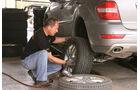 Geländewagen, Reifentest, Reifenwechsel