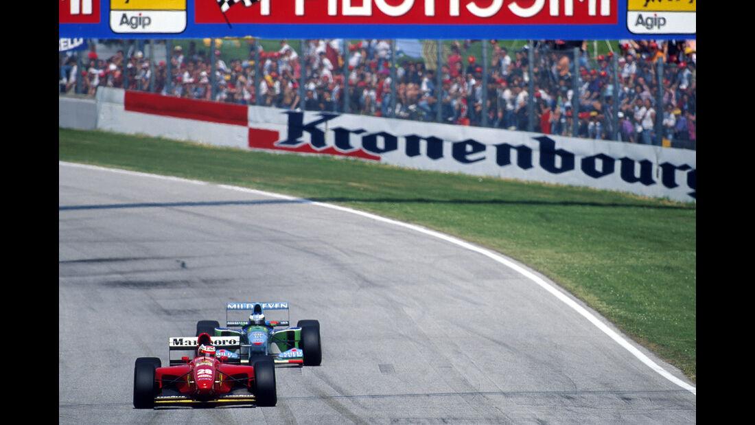Gerhard Berger - Ferrari 412T1 - Michael Schumacher - Benetton-Ford B194 - GP San Marino 1994 - Imola