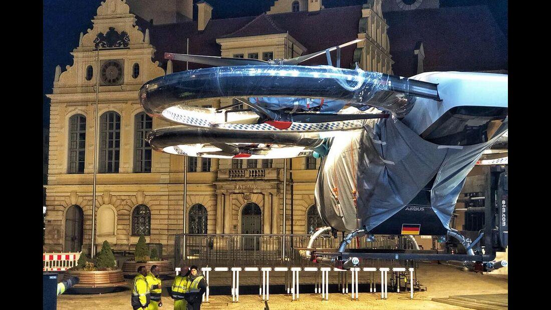 Gestern Nacht ist der CityAirbus in Ingolstadt eingetroffen. Bis zur öffentlichen Präsentation verdeckte eine Hülle das Antlitz des Lufttaxis.