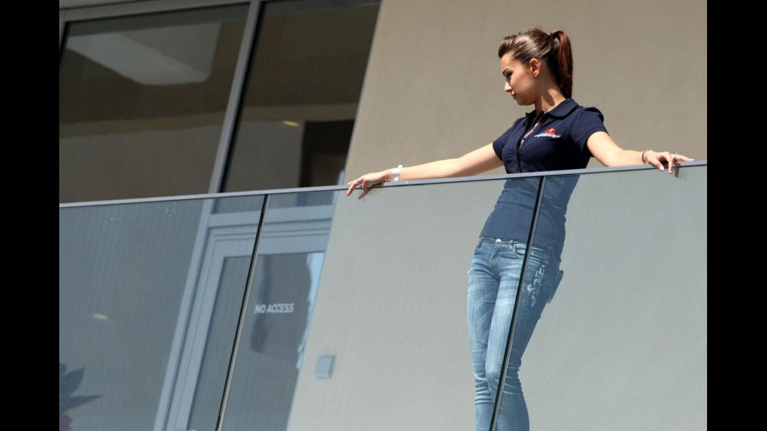 Girl - GP Abu Dhabi - Qualifying - 12.11.2011