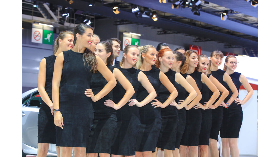 Girls Autosalon Paris 2016