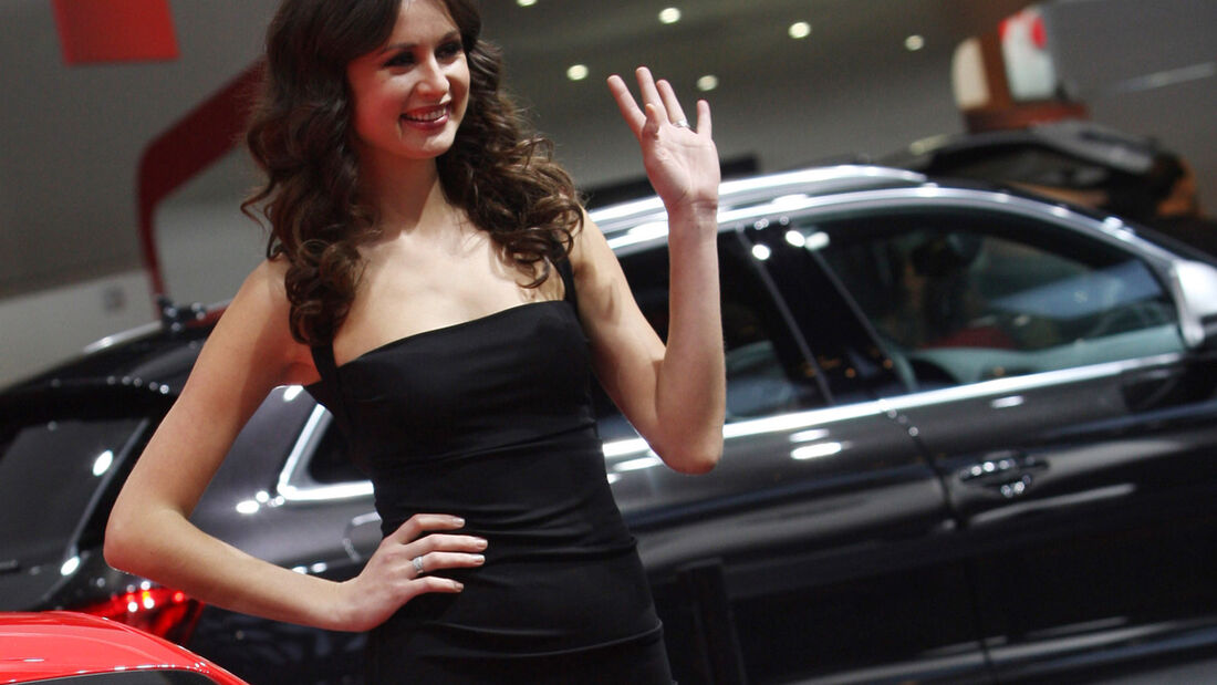 Girls Detroit Motor Show 2015