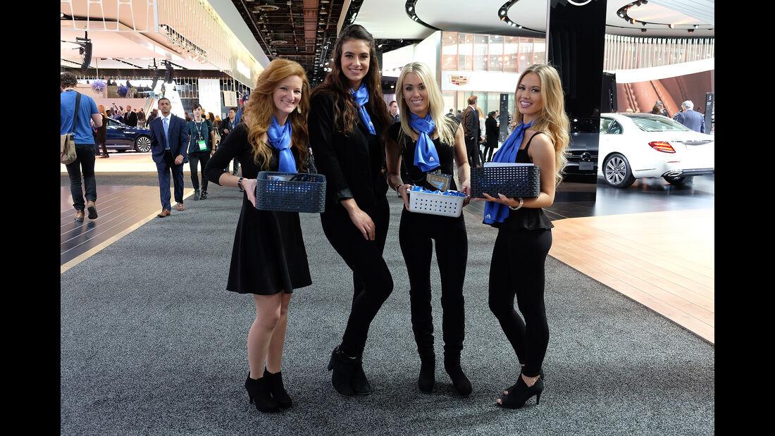 Girls Detroit Motorshow 2016