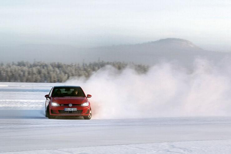 Golf GTI, Frontansicht, Driften, Winterlandschaft