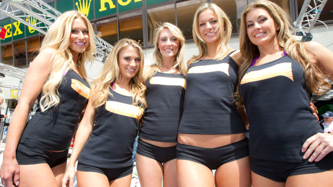 Grid Girls Le Mans 2011