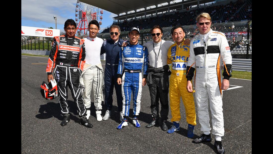 Gruppenfoto - Piloten - Klassiker-Parade - GP Japan 2018