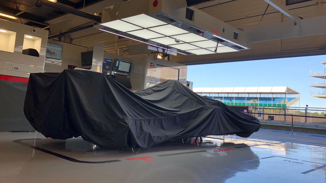 [Imagen: Haas-Formel-1-GP-70-Jahre-F1-England-Sil...713165.jpg]