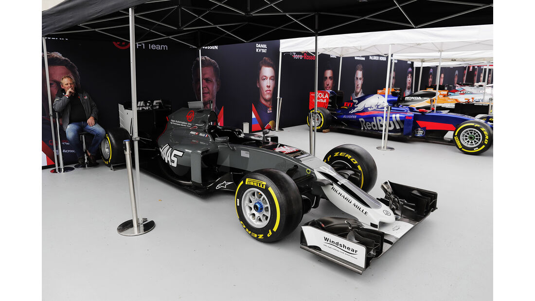Haas VF-16 - F1 Live Show - London - 2017