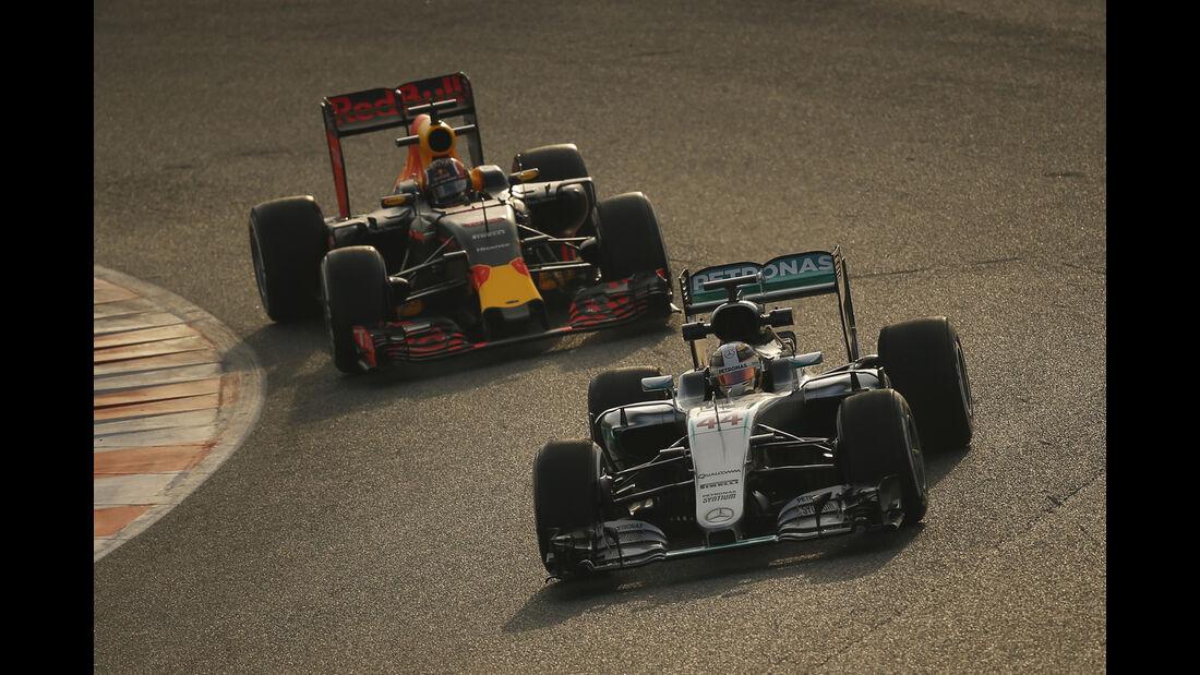 Hamilton & Kvyat - Formel 1-Test - Barcelona - 25. Februar 2016