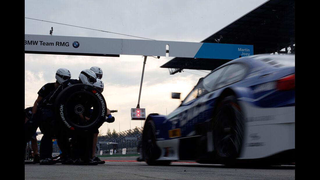 Hand BMW DTM Lausitzring 2012