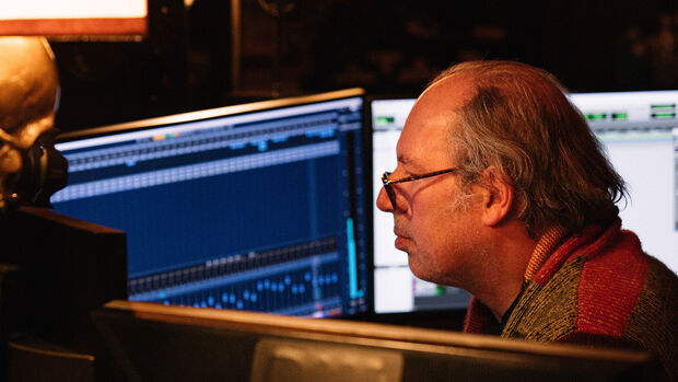 Hans Zimmer komponiert die BMW IconicSounds Electric.
