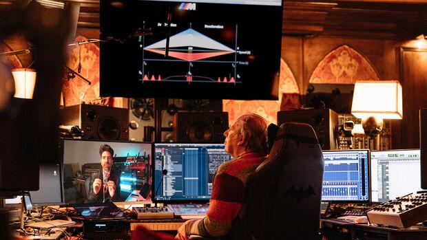 Hans Zimmer (rechts) komponiert zusammen mit Renzo Vitale die BMW IconicSounds Electric.