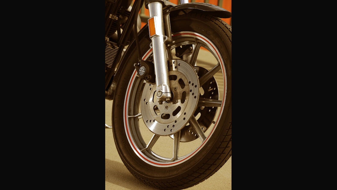 Harley-Davidson XR 1000, Bremsen, Rad