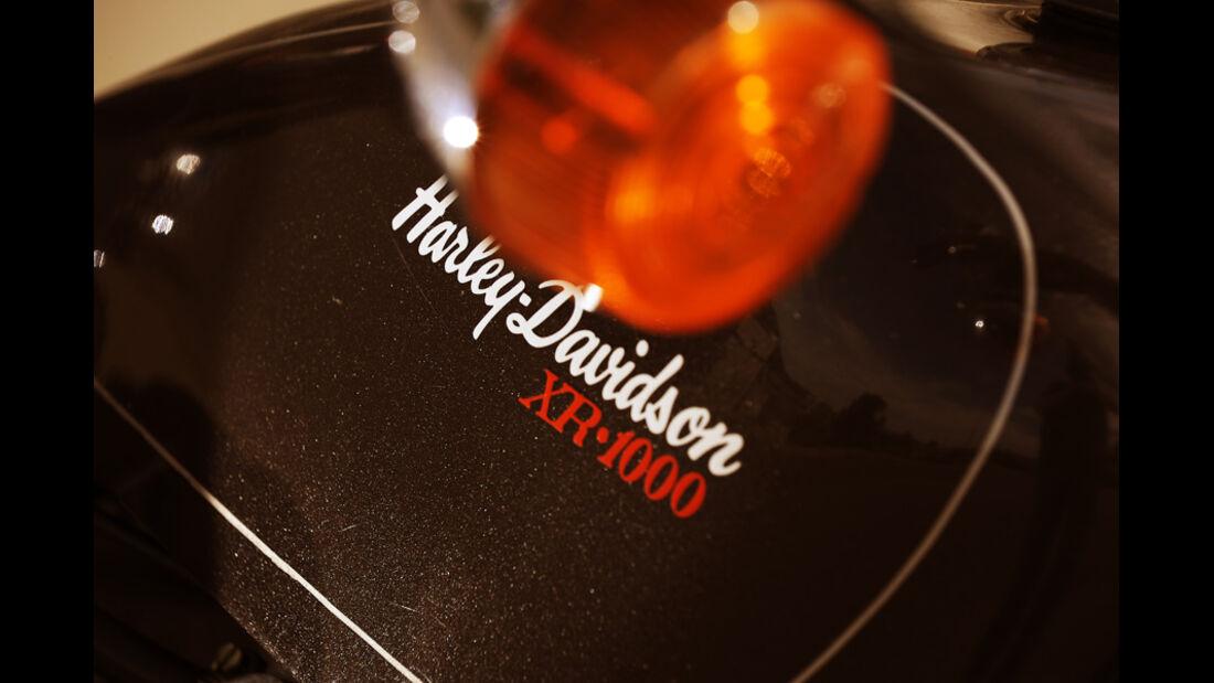 Harley-Davidson XR 1000, Tank