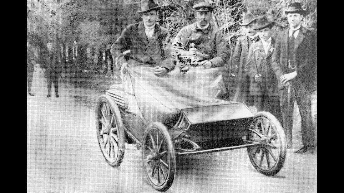 Heinrich von Opel gewinnt das Bergrennen auf dem Königsstuhl 1901